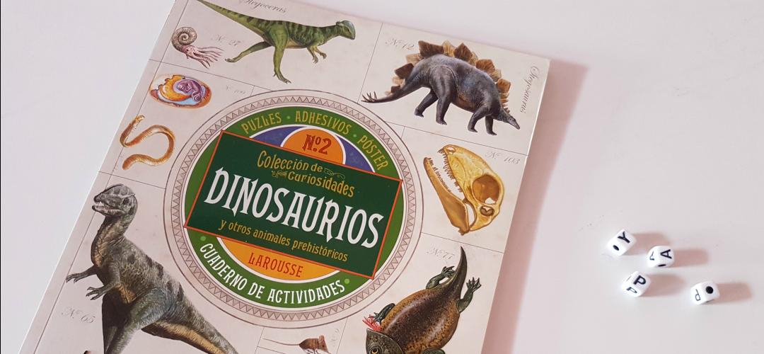 libro, jugar, dinosaurios
